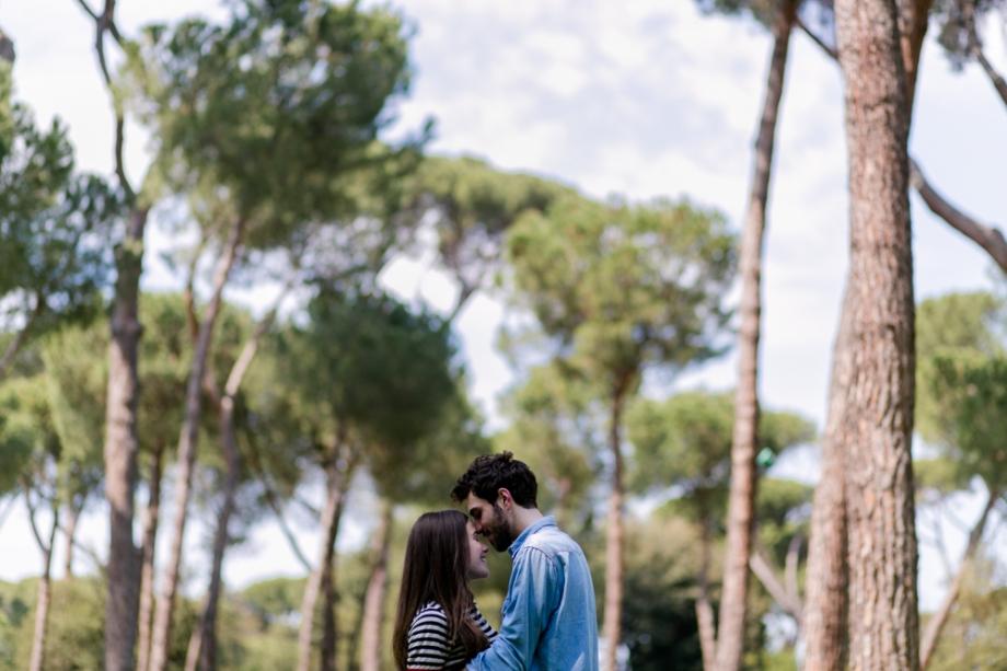 Couple shooting in Rome, Villa Borghese gardens