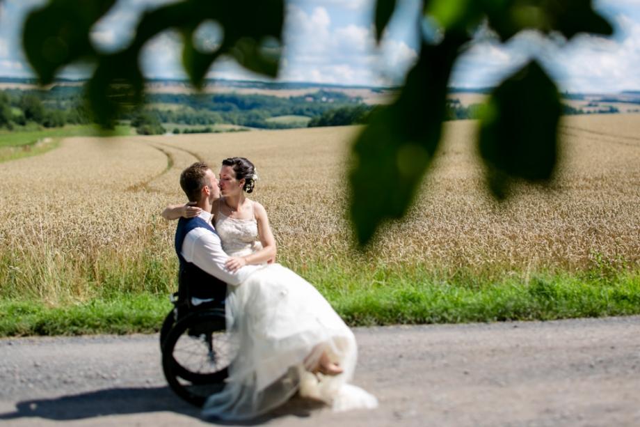 Hochzeitsfotos Rollifahrer Rollstuhlfahrer