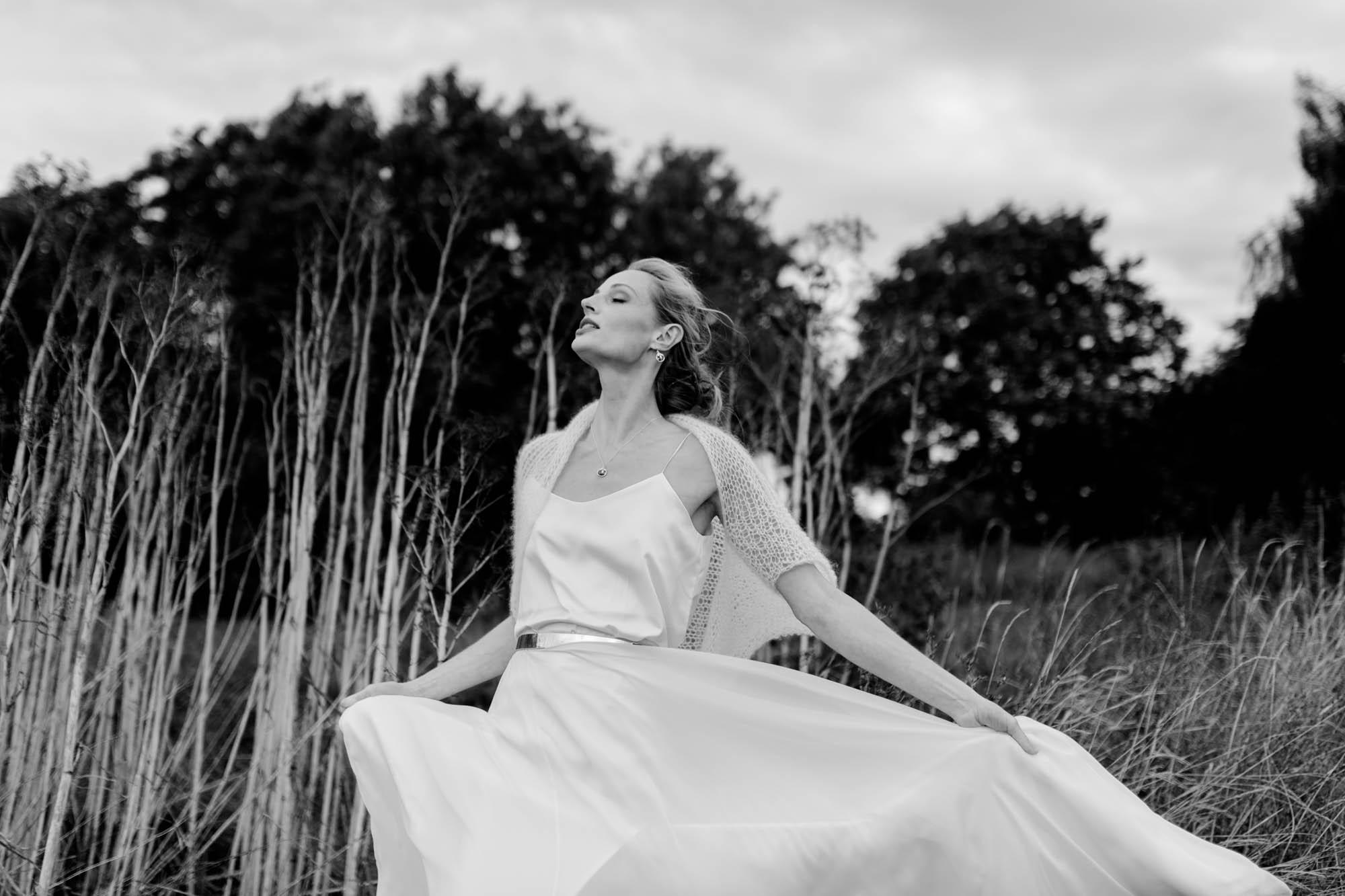 Braut bei Scheunenhochzeit auf Göhrischgut fotografiert von Hochzeitsfotograf Dresden