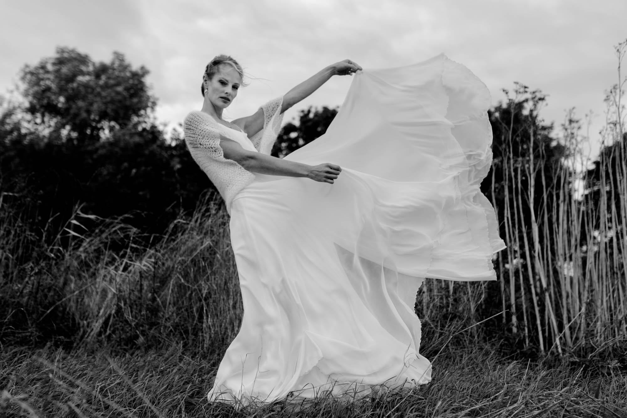 Braut mit Brautkleid von Junika fotografiert von Hochzeitsfotograf Dresden