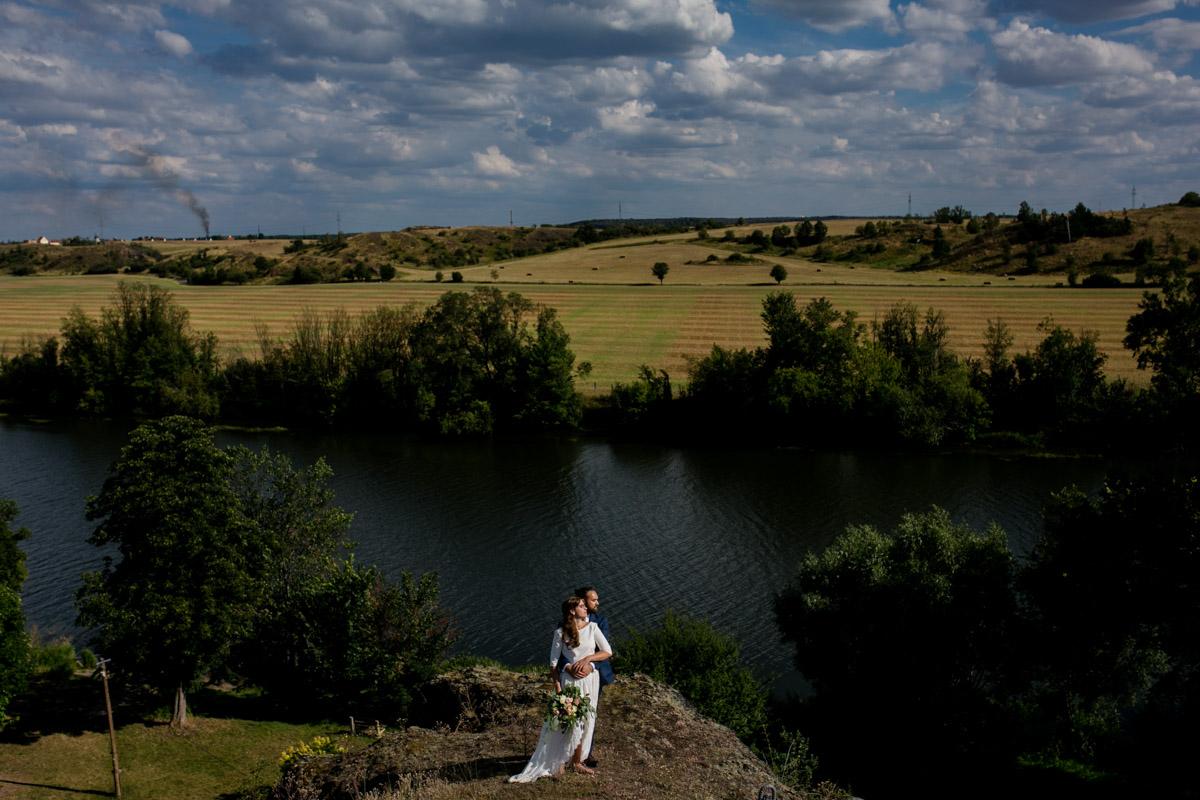 Brautpaar bei Hochzeit in Halle fotografiert von Hochzeitsfotograf in Leipzig